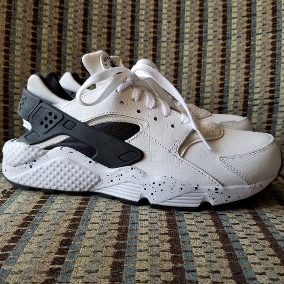 huge discount a216d 20844 NWOT Nike Air Huarache ID white and black. M 5ac18fa41dffda1d64d5a47c